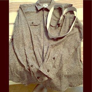 BRAND NWOT Men's Old Navy button down shirt.